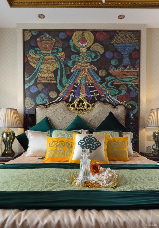 新中式元素的家具与传统藏式吉祥八宝图案相结合塑造了别具一格的新藏式风采。