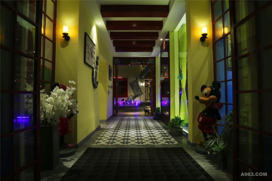 度假民宿设计一层主入口