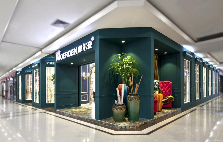 外立面001:整版时尚的墨绿色提高视觉冲击力,同时保证外立面的整洁性,区别于一般店铺琐碎的设计风格,在整个市场中脱颖而出。