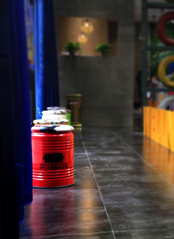 局部004:油桶式休息凳子。