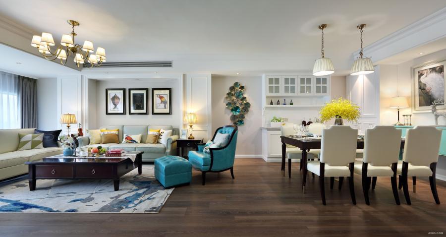 客厅色调在原有白色饰面及奶咖色墙漆的基础上,柔和的暖黄灯光。搭配深胡桃木色家具,浅色皮质沙发,以孔雀蓝为点缀色,点亮整个空间,灰蓝色地毯与布艺抱枕营造温馨感,铜质灯具和彩色工艺画来提升空间的细节品质。