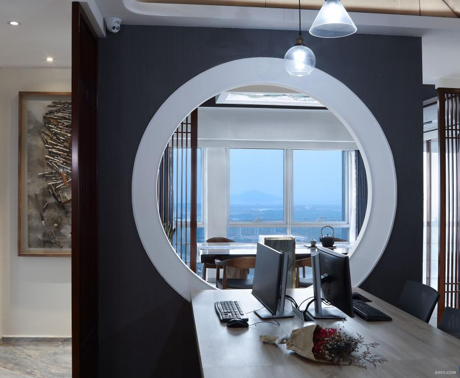 """靈感源自李白""""檐飛宛溪水,窗落敬亭山""""妙借窗外遠山,將最美的風景組織到觀賞視線中,似一幅嵌于鏡框中的立體畫面,空間和思緒都得到了無限延展。"""