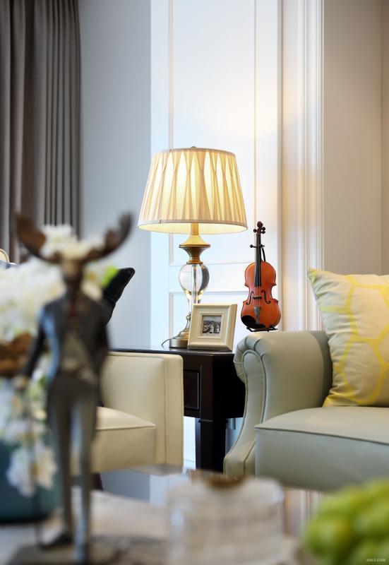 经典款美式沙发(来自vitaCASA 软装定制中心) 扶手及靠背处,用扪皮工艺来增加细节,小葫芦腿,打造美式元素,面料选用米色真皮来突出质感