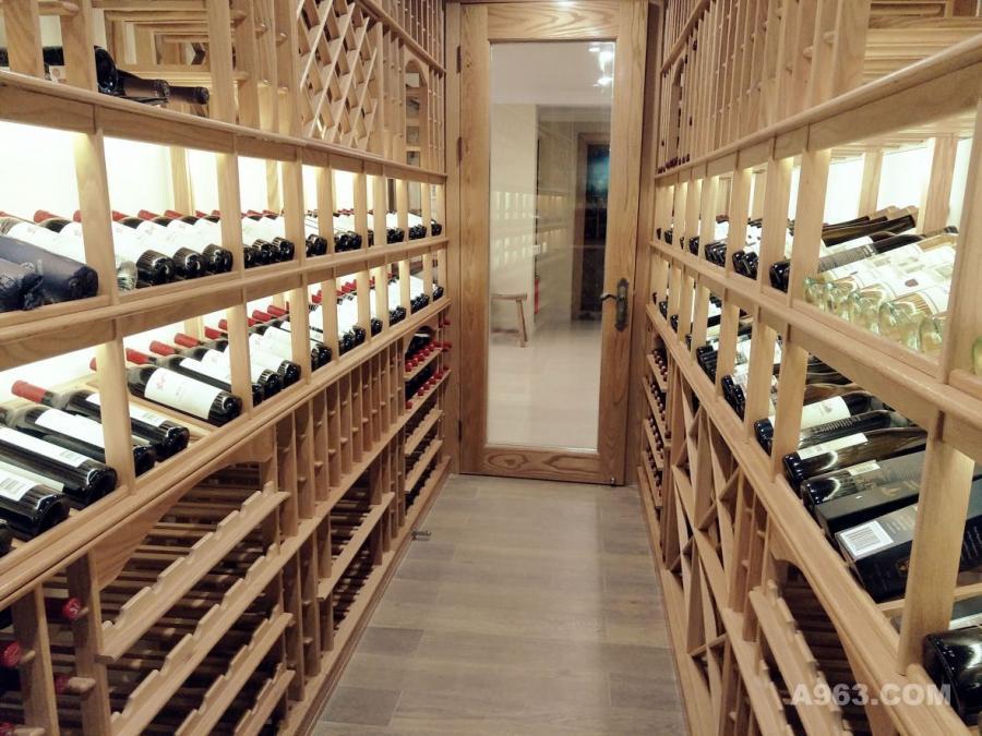 深圳半山海景别墅地下室酒窖设计完工后酒窖图片