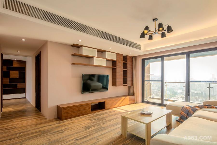 木纹的家私跟地面的木纹质感想呼应。