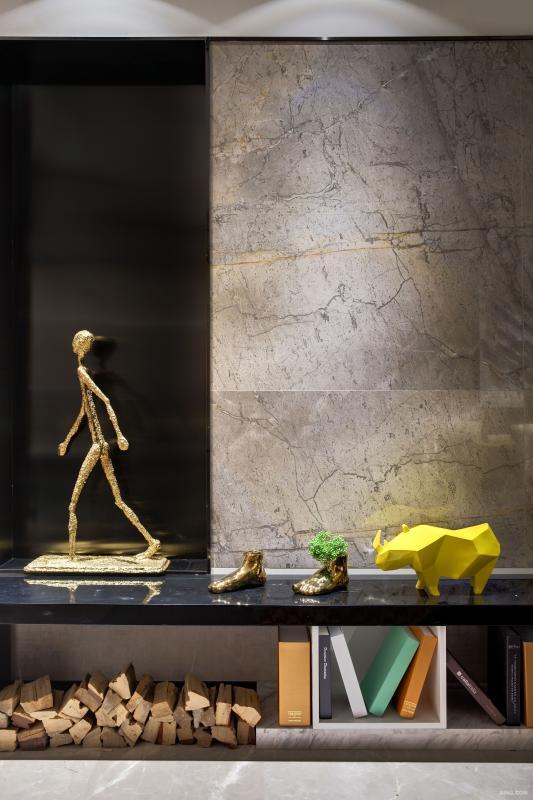 寓意深刻来自泰国艺术大师的作品原装小金人,它在自己的路上行走着,积极向上姿态,就像在告诉我们,只要不断奋斗,终会有所得。