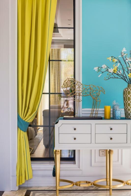 以Tiffany绿和黄色做为玄关主基调,生动的撞色,瞬间让人心情变得美美的。