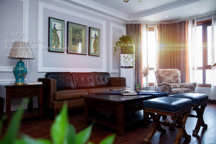 暖暖的阳光洒满客厅,一把摇椅,一本书。