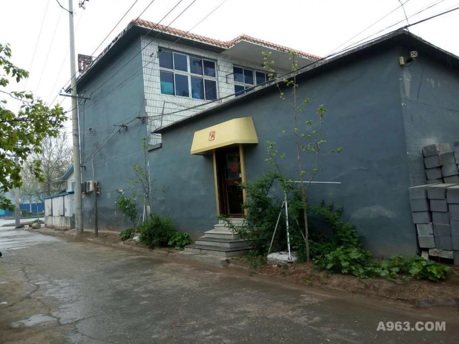 原建筑为2层带院子的老房子,通过加建改造为办公楼