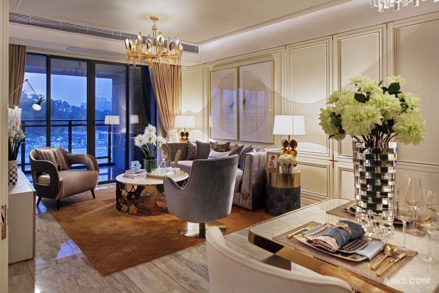 通过装饰饰品来丰富空间的色彩与层次,圆型的角几,柔情的沙发,将客厅浪漫氛围提升到极致。放松心情,随窗帘飘动,做一个鸟语花香的梦