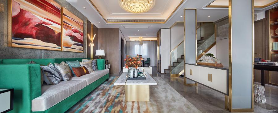 时尚优雅是东方生活美学的基调,本项目在整个空间设计中,灯光色调为暖色调,再运用纯粹绿和蓝的跳跃、点缀中国经典的红色,纤细的金属条为单调的背景增添了整体又丰富的视觉体验。