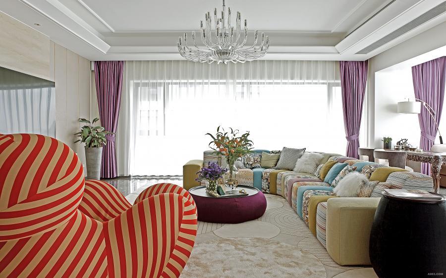 """时尚轻奢的""""麻将""""沙发区成为了视觉焦点,绚丽的色彩给家增添一份喜悦。"""