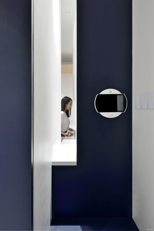 门厅观看厨房缝隙