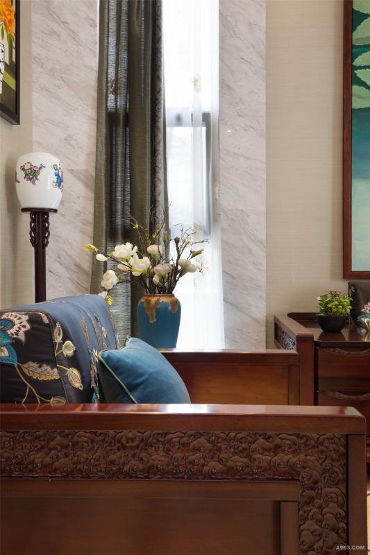 高低错落的装饰品,空间有了层次感。