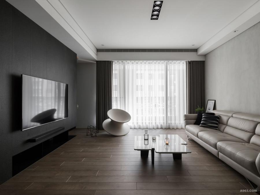 溫和光線灑落客廳