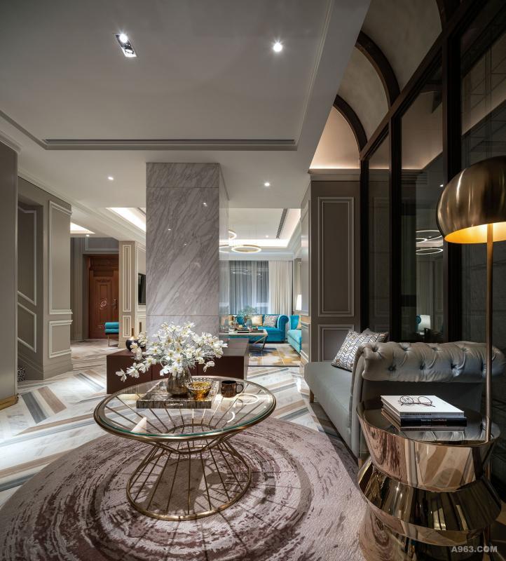 休息厅:设计师擅长将大空间在不完全间隔的情况下,打造出具不同功能的多个空间,为其所用,这休息厅成为一个专注阅读或闲暇休憩的好地方。