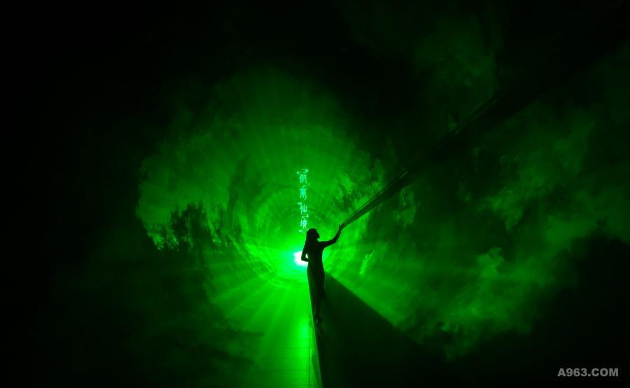 时空回越: 在「时空回越」的激光漩涡中体验时空的流转,穿越时空,今夕何夕,如梦如幻,腾云驾雾的傲莱仙境指引着我们开始一场探秘之旅。