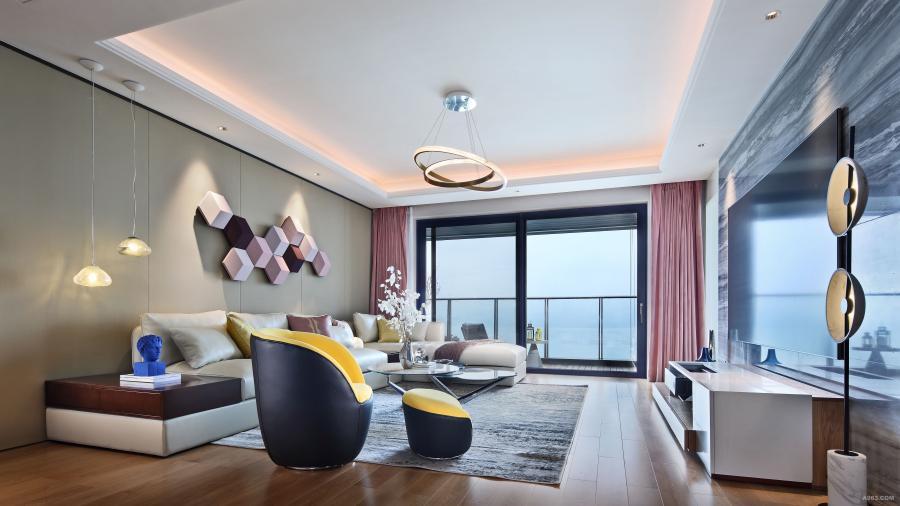 客厅的色彩和质感是整个空间的美好衍生,暖色为基调,不同深浅的粉色,柠檬黄休闲椅提亮了空间,心情也随之明朗起来。大尺度的双推玻璃门,一望无际的海,和煦的阳光与清新沁人的海风迎面而来,带来雅致而宁静的奢