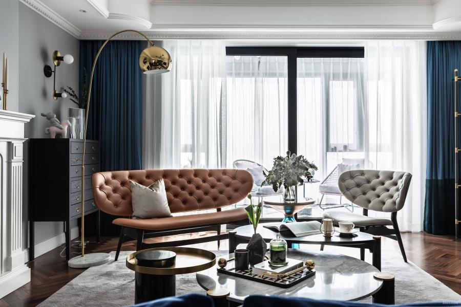 利用家具引导和色彩变化,营造出视觉美感。无论房子有多大,当摆放自己喜爱的、有温度的物件,人与空间就产生了微妙且美好的联系。