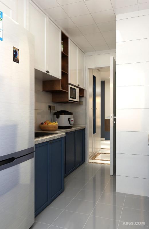 悬空的橱柜,方便存放经常使用的厨具。