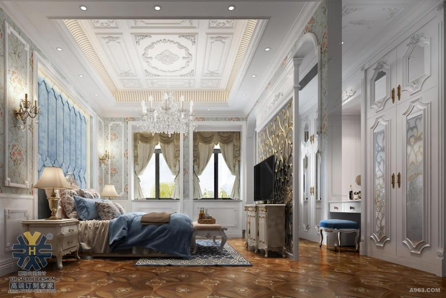 设计师以新人文主义美学为艺术创作精神,将现代语汇与古典精粹巧妙融汇,以此表达空间自身独到的审美与精致态度。在对原有房型进行改造后,室内遵循古典主义结构学,采用和谐的对称布局和严谨的古典柱式构图,将住宅的尊贵、大气、典雅表现得一览无余。