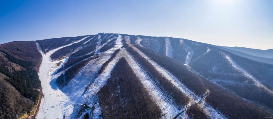 """世界滑雪小镇外景: 曾一位资深旅人如此表达对美好度假的体验感: """"当你醒来时已经在度假。""""度假,爱上的是一种自在随心。"""