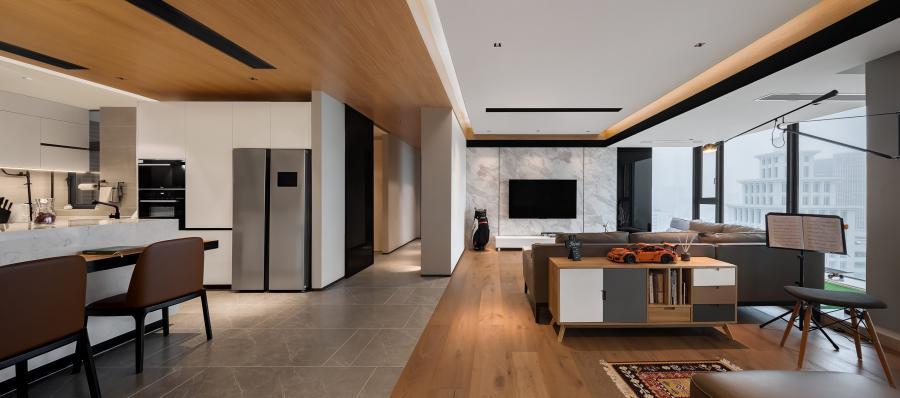 从色彩视觉欣赏,简洁明静的白色成为空间主色调是必然的,温暖细腻的木质色与冷静沉着的高级灰,能在原材质以及高端进口家私的质感衬托里,利用错乱拼接式的设计手法,为休息区创造出一种时尚简约的凌乱美。整体效果层次分明、主辅有别,考验了设计师对于艺术审美与空间实用性的平衡能力。
