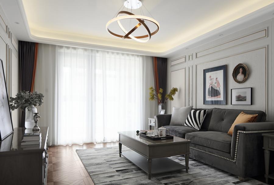 客厅在光线的晕染下,整个空间发生了美妙的光影变幻,阳光透过纱帘投射在宁静的屋内,带来温暖舒适的休闲环境。顶上的金色圆环吊灯融合艺术性与实用性,缭绕动人,在视觉上营造出了优雅的舒适感。