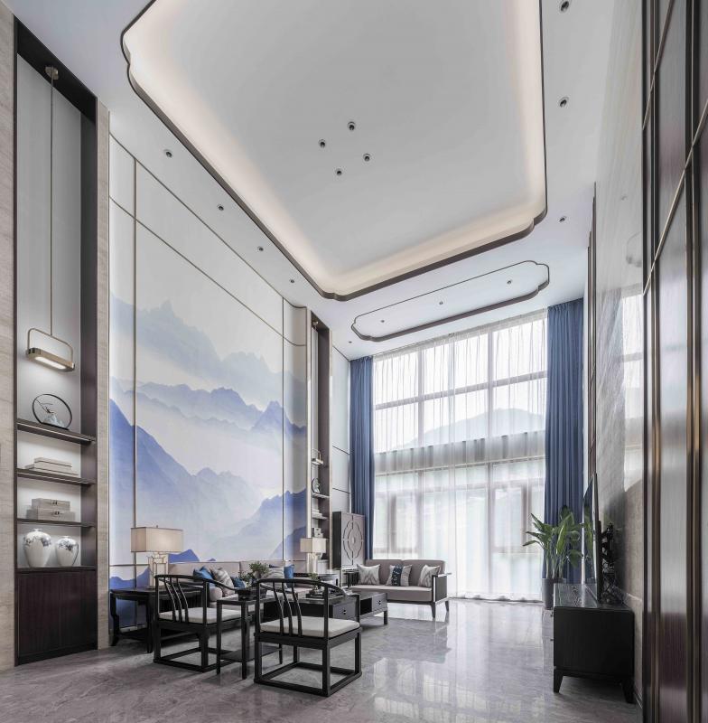 客厅吊顶,以最纯粹的艺术角度与语言为载体,采用了极简单的线条造型和无主灯设计,营造出柔和的空间氛围和宽敞的明亮的空间感,并提升整个空间的延伸感。