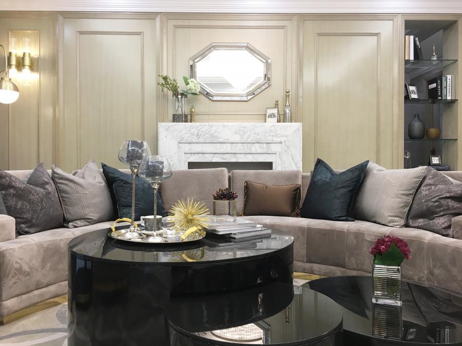 通过色彩、质感、功能、艺术的家具搭配,将日常生活的闲适乐趣,大胆地以戏剧方式展开,彰显居室格调。