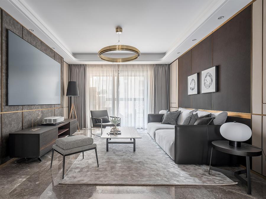 开放式客厅,尽显通透,选用牛皮、羊毛、金属、实木等材料,与醇香内敛的咖色一起,营造出时尚坚韧的温馨客厅。