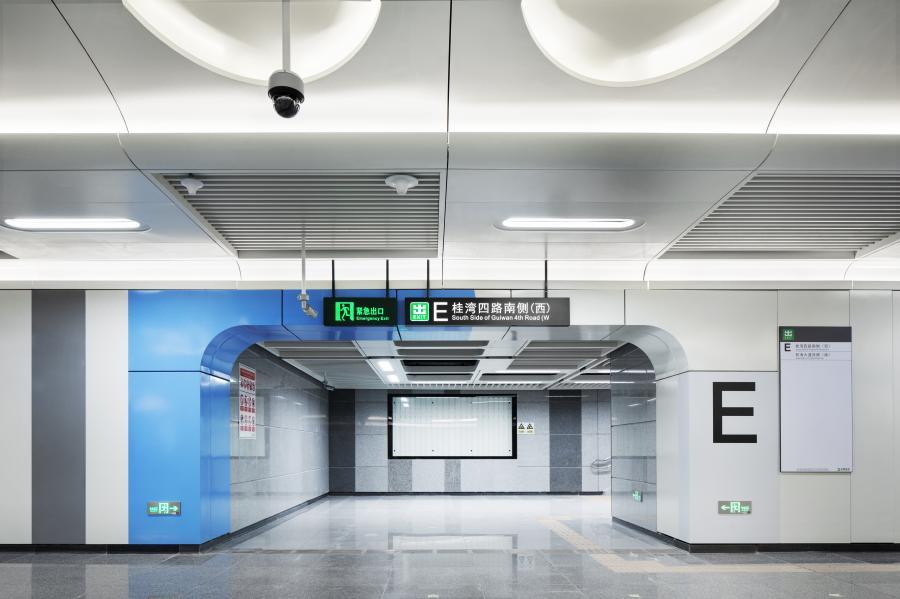 深圳地铁5号线桂湾站通道装饰效果照片