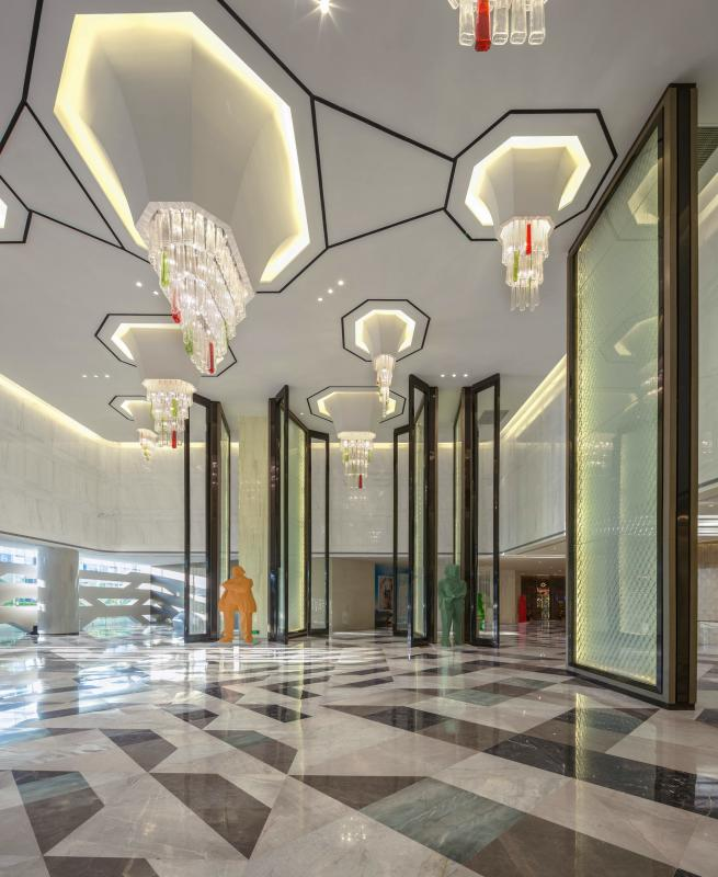 酒店总体设计以自然元素为契机,呈现现代海滨酒店氛围。