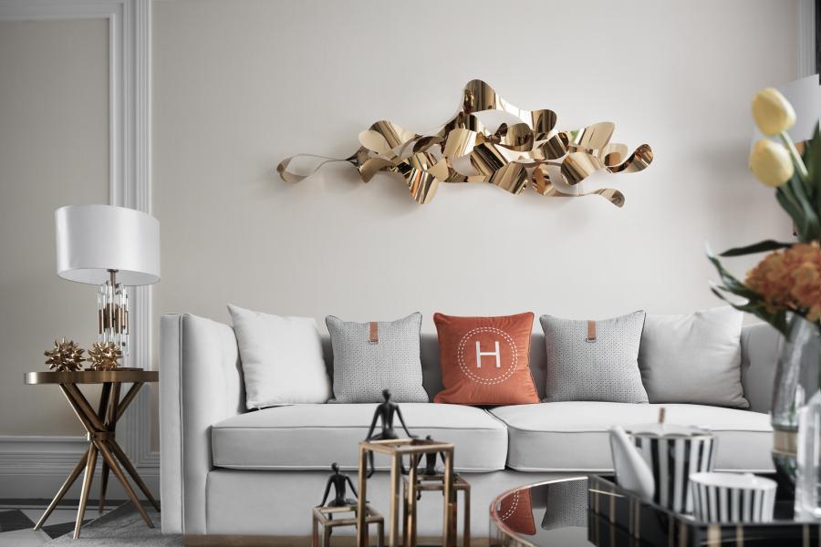 经典的爱马仕橙,融入现代、时尚的空间之中,奠定了明朗的主色调,开启了一段艺术之旅。金属质感的壁挂装置,流溢出灵动多变的动态之美。空间内多色穿插,却并行不悖,在色块的比例分配上和谐而均衡,丝毫没有杂芜之感。