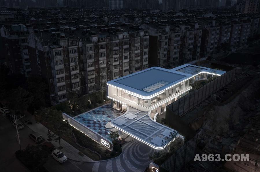 本案位于江苏历史名城徐州市鼓楼区。如今的徐州成长为淮海经济的区域性中心城市,融合古代优秀文明与现代都市文化为一体的国家历史文化名城。在历史文化如此悠久的区域造一座与别不同的现代建筑,它将以经典的筑造美学自信地介入城市的肌理,与这个时代共振。