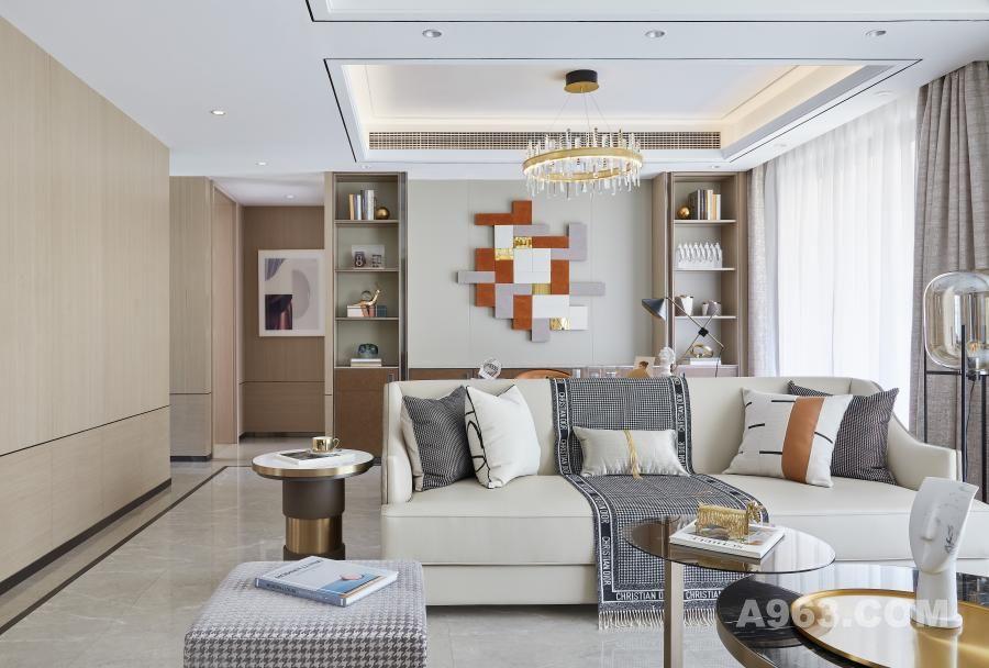 从生活切入,现代细节致敬传统设计,为硬朗的空间框架中添加多样品位,这种精致现代、奢华典雅的氛围将主人的身份特征体现到极致。