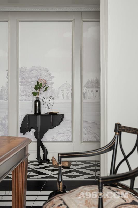 01 ELEGANCE / 韵雅 古典之气,风雅韵致 玄关是由门口到客餐厅的过渡,简单的组合也极具艺术感。
